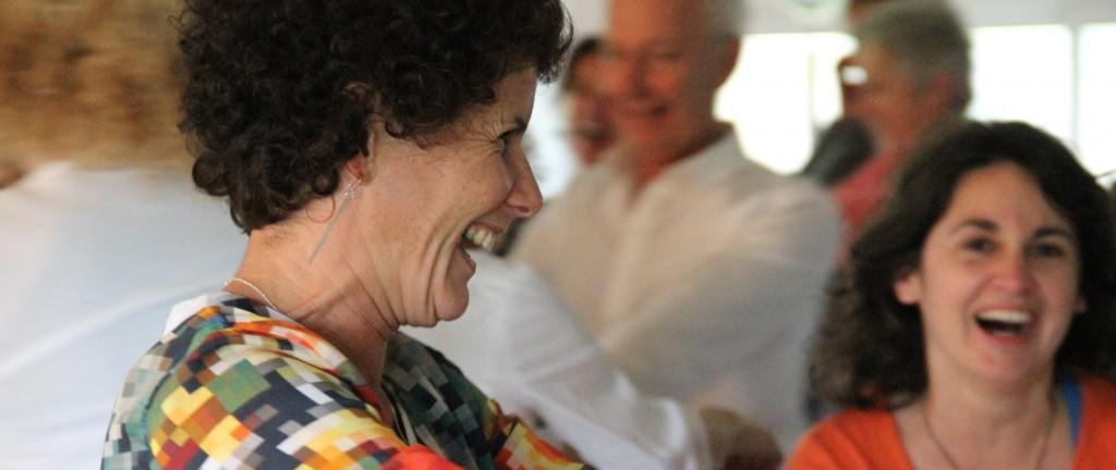 yoga du rire - credit corinne vermillard sophrologue tregor