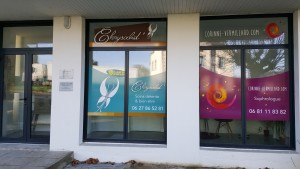 vitrine-espace-sophrologie-la-roche-derrien-1-rue-saint-jean-corinne-vermillard